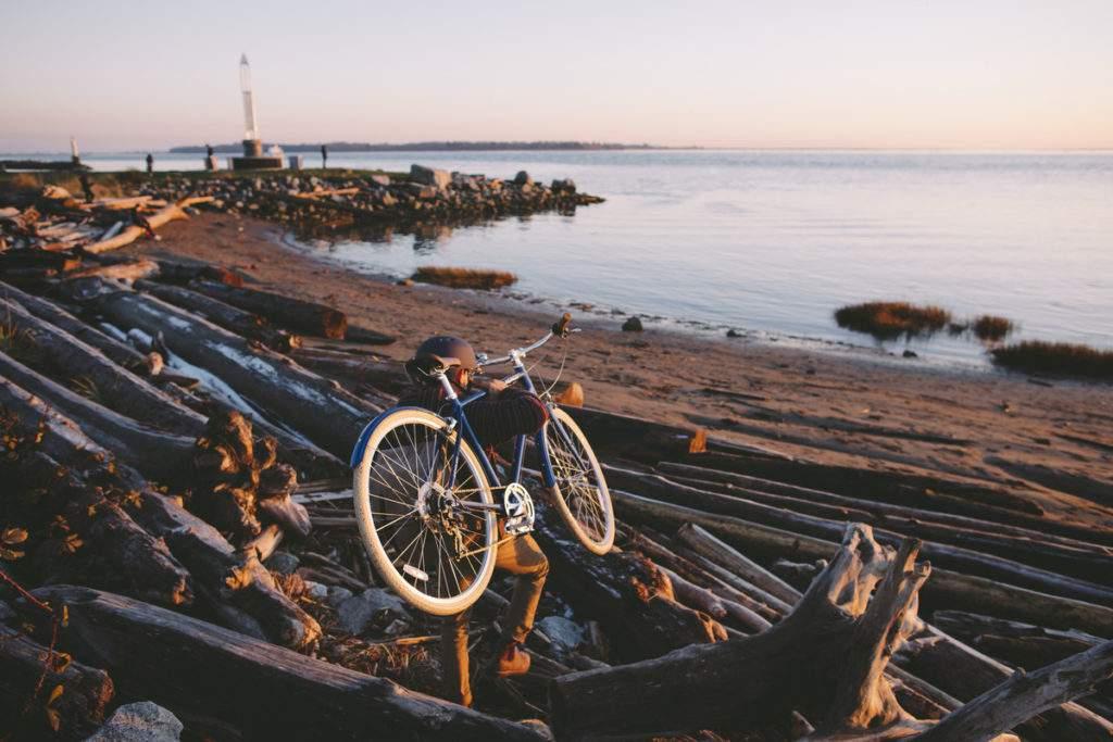 Cyclist in Richmond Bay - Credit Tourism Richmond
