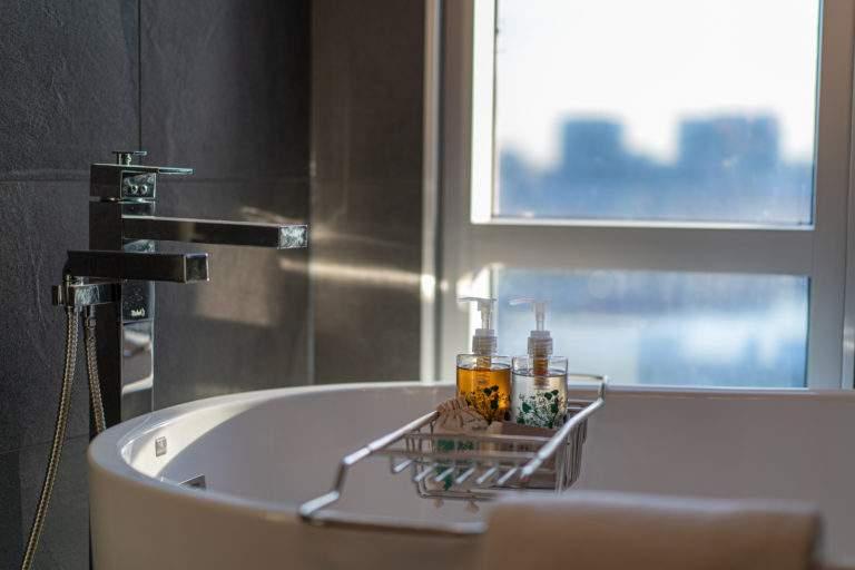 Freestanding Bathtub with View Window
